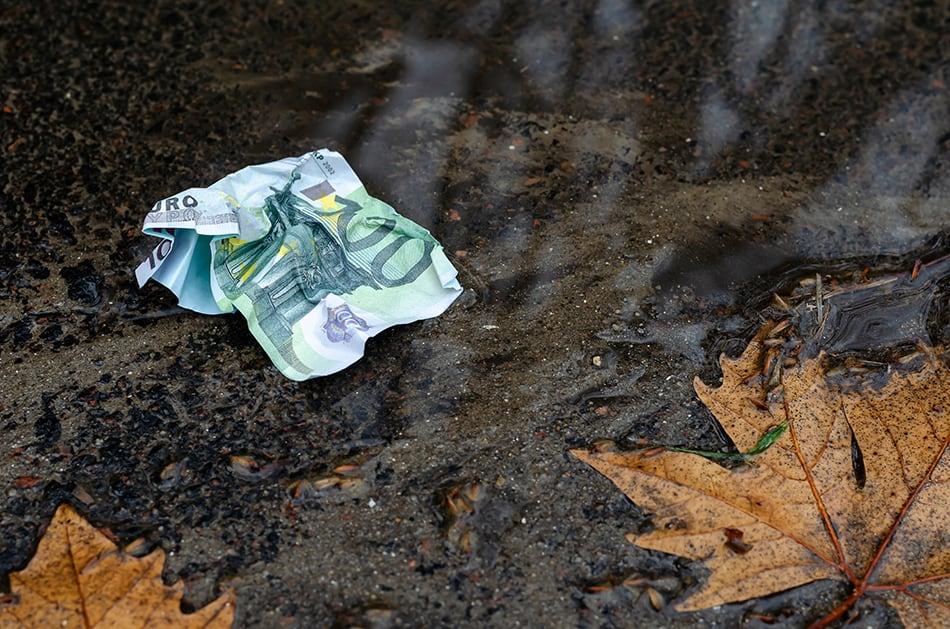 Dream of finding money in dirt