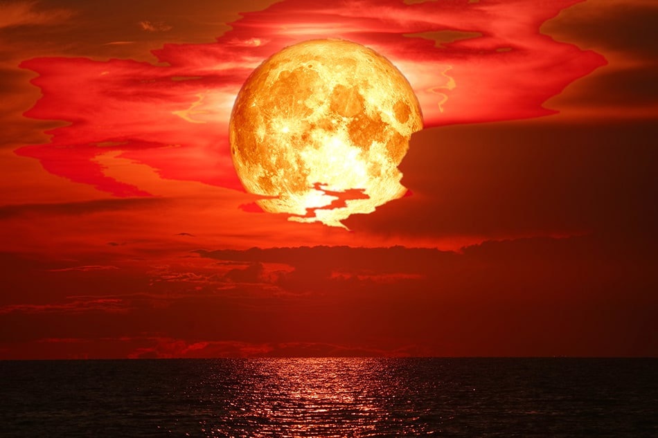 Dream of a blood moon that is dripping