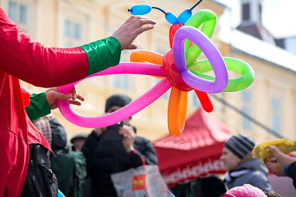 Dream of a clown making balloon animals