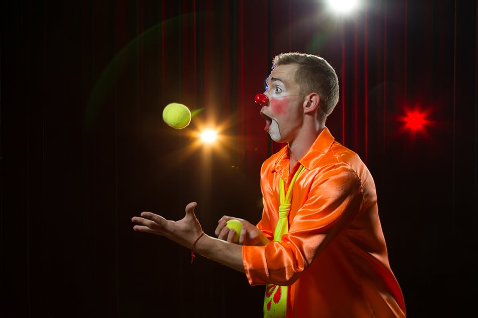 Dream of a clown juggling