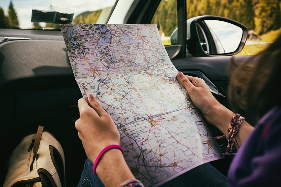 Dream of reading a map or street names