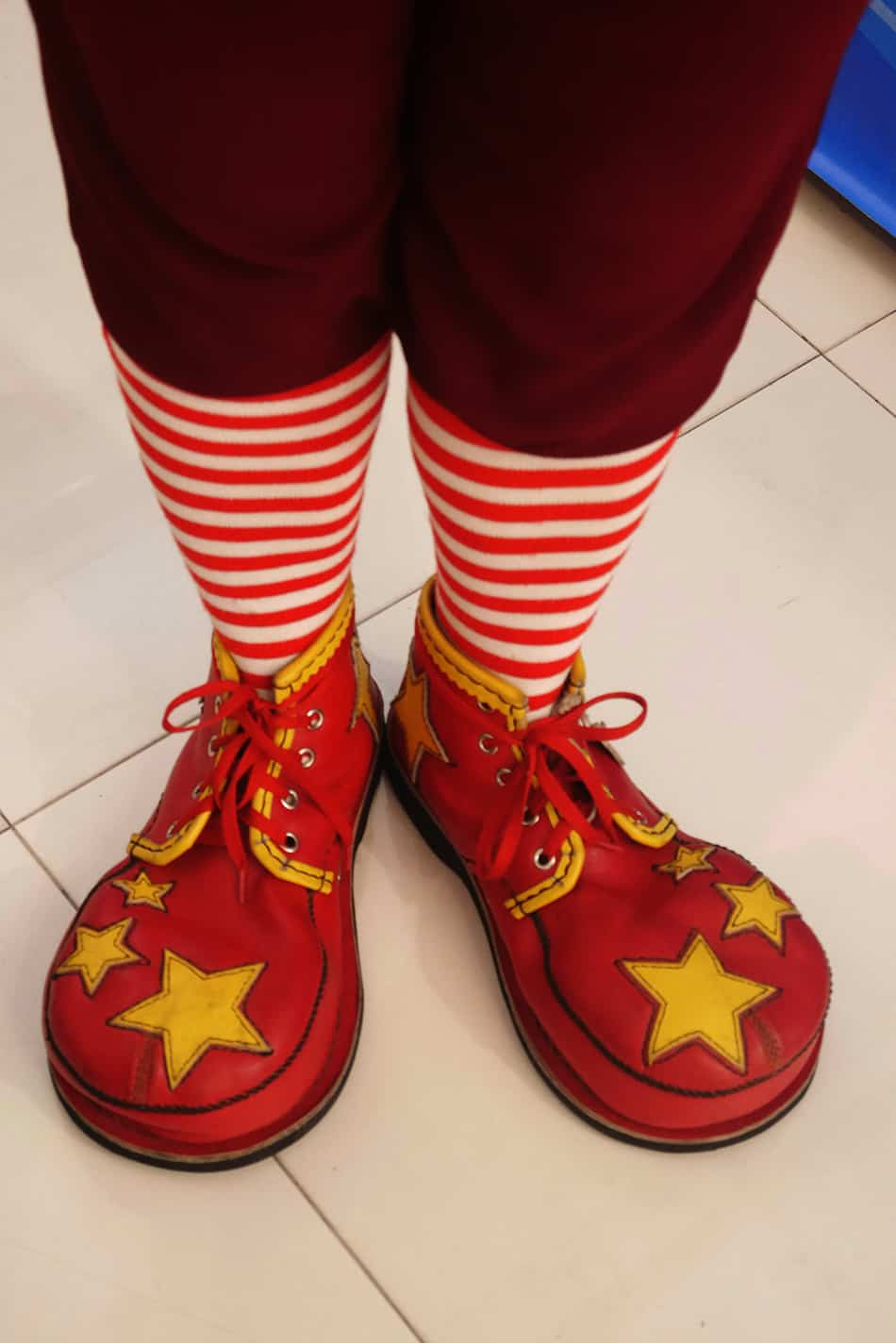 Dream of wearing clown shoes