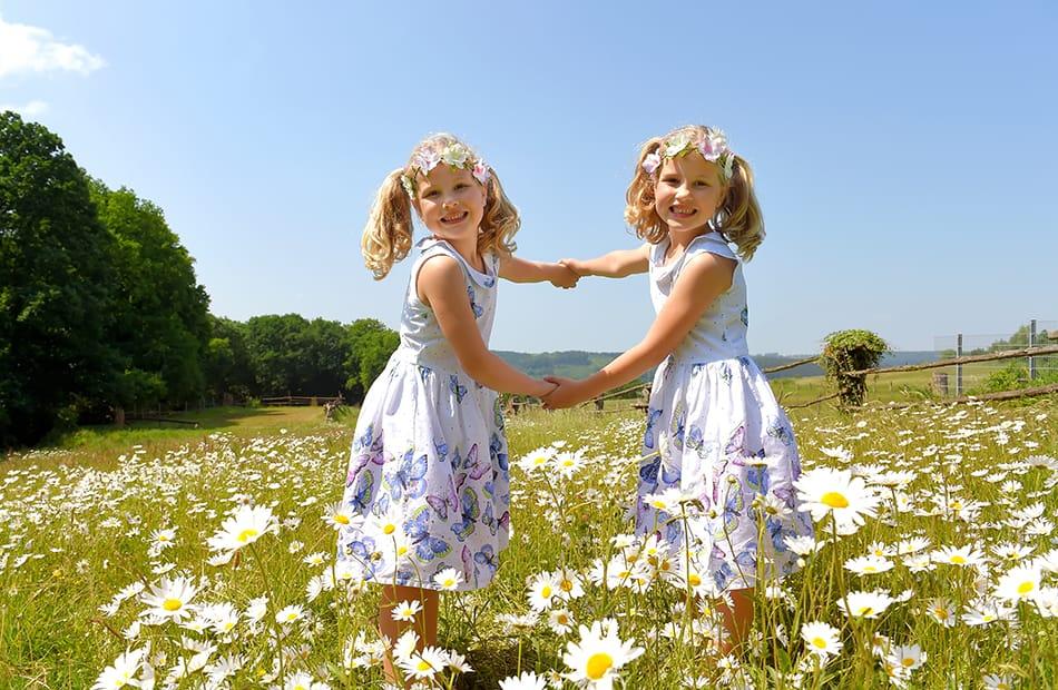 Dream of twins dressed alike